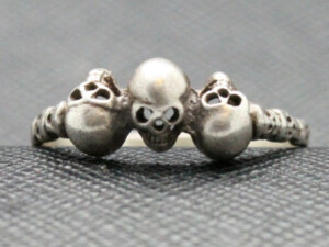 WWII GERMAN RING THREE SKULL