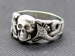 WW II GERMAN RING WITH SKULL AND SNAKES